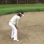 バンカーショットの理論、砂を飛ばす方向を意識