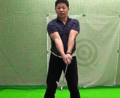 ゴルフ 身体のひねりを使い飛距離を伸ばす練習法